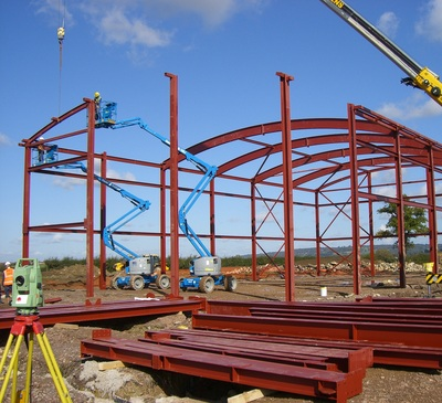 Steel frame during erection with curved steels